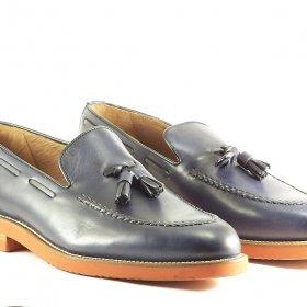 zapato azul borlas
